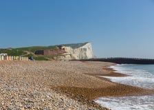 Plage de Seaford, vagues et falaises de craie blanches le Sussex est R-U images libres de droits