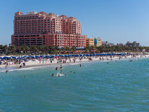 Plage de Sunny Spring Day On Clearwater photographie stock libre de droits
