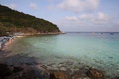 plage de tai-yai sur l'île de larn de KOH Photo libre de droits