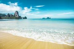 Plage de Tonsai en Thaïlande image stock