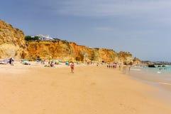 Plage de Tres Castelos dans Portimao, Algarve, Portugal images stock