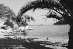 Plage de Vagionia près de port de village de Palaia Epidaurus, Grèce photographie stock libre de droits