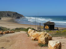 Plage de vague déferlante du Portugal Image stock