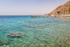 Plage de ville d'Eilat, la Mer Rouge, Israël Photos stock