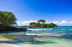 Plage des Caraïbes à une ressource de luxe Images stock