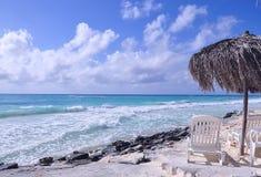 Plage des Caraïbes cuba Photos stock