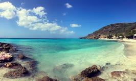 Plage des Caraïbes de turquoise du Curaçao photographie stock libre de droits