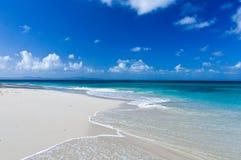 Plage des Caraïbes parfaite Photos libres de droits