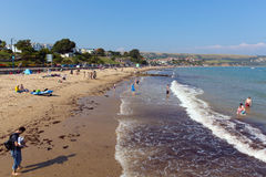 Plage Dorset Angleterre R-U de Swanage avec des vagues sur le rivage Photographie stock libre de droits