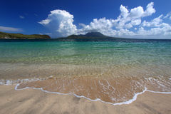 Plage du compartiment du commandant - rue Kitts Images stock