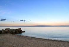 Plage du lac Michigan au crépuscule après coucher du soleil Images stock