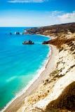 Plage du lieu de naissance de l'Aphrodite dans Paphos, Chypre images stock