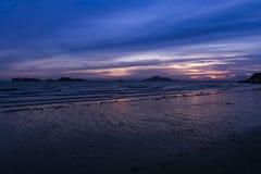 Plage du ` s de Hong Kong dans le coucher du soleil Image libre de droits