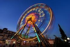 PLAGE ENSOLEILLÉE, BULGARIE - 10 septembre 2017 : Attraction en parc Ferris roulent dedans le mouvement la nuit Une longue photo  Images stock