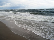 Plage ensoleillée de mer image stock