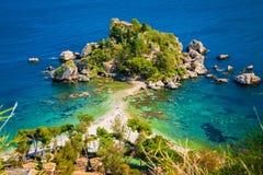Plage et île Isola Bella Photographie stock