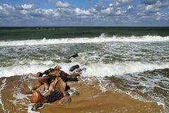 Plage et brise-lames baltiques Photos stock