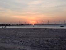 Plage et ciel de coucher du soleil photo libre de droits