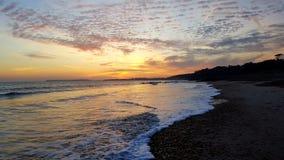 Plage et ciel de coucher du soleil Images libres de droits