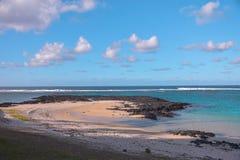 Plage et ciel des Îles Maurice photographie stock libre de droits