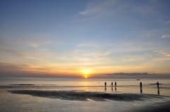 Plage et coucher du soleil Photographie stock libre de droits
