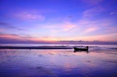 Plage et coucher du soleil Image libre de droits