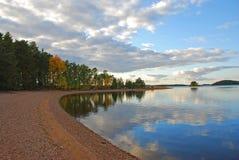Plage et eau d'automne Photographie stock libre de droits