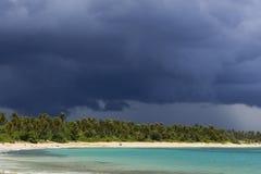 Plage et nuages Photographie stock libre de droits