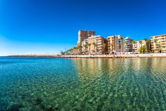 Plage et paysage urbain Torrevieja, Espagne Image stock