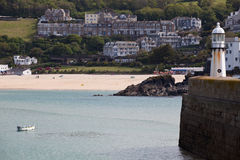 Plage et phare de Porthminster photos stock