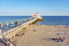 Plage et pilier de Bournemouth dans Dorset Images stock