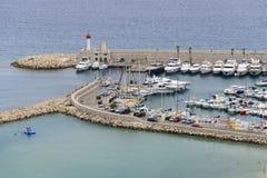 Plage et port dans Menton Image libre de droits