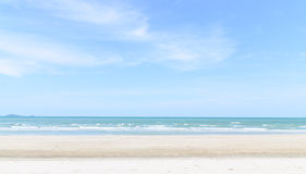 Plage et vagues de sable Images libres de droits