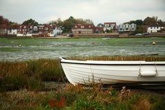 Plage et vieux bateau Image libre de droits