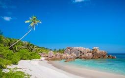 Plage exquise de Cocos d'Anse en Seychelles Image stock