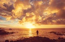 Plage hawaïenne au lever de soleil Images libres de droits