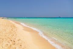 Plage idyllique avec de l'eau turquoise en Egypte Image libre de droits