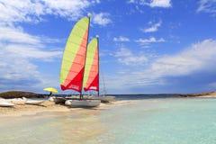 Plage Illetas de formentera de catamaran de chat de Hobie photographie stock libre de droits