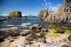 Plage irlandaise, c?t? de mer, horizon, formations de roche sauvages, beaut? naturelle photographie stock