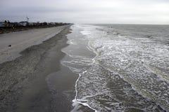Plage la Caroline du Sud de folie, le 17 février 2018 - vue aérienne de plage de folie avec des vagues roulant dedans Image libre de droits
