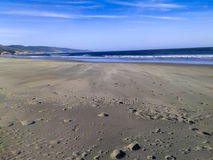 Plage large et Oceacn de sable Photos stock