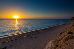 Plage Leucade d'Egremni au coucher du soleil photographie stock libre de droits
