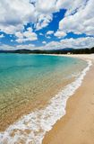 Plage méditerranéenne de mer de la Sardaigne Image stock