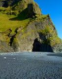 Plage noire de sable en Islande Image libre de droits