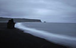 Plage noire islandaise photo libre de droits