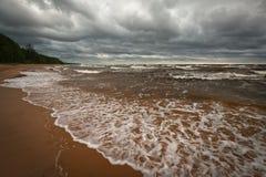Plage orageuse Photographie stock libre de droits