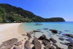 Plage paisible tranquille en île de Tenggol, Malaisie Images stock