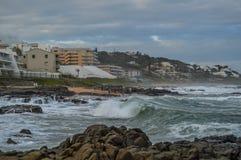 Plage pittoresque et rocheuse de Ballito à Durban du nord, sud de KZN photographie stock