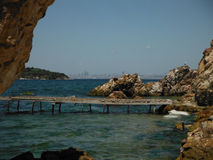 Plage privée aux princes Islands avec l'horizon d'Istanbul Photo stock