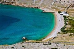 Plage propre de Luka de voiles belle, Krk, Croatie Images libres de droits